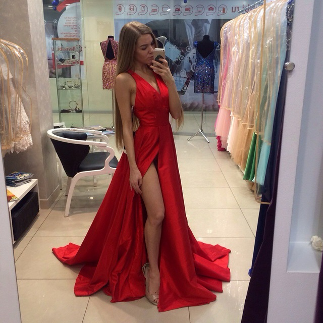 355a64ce9e1 2018 New Arrival Long Red Prom Dresses